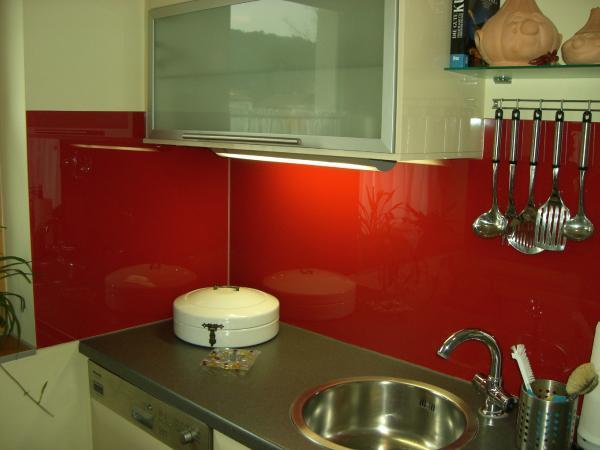 Küchenrückwand aus Glas von der Glaserei Reiterer GmbH aus Ternitz